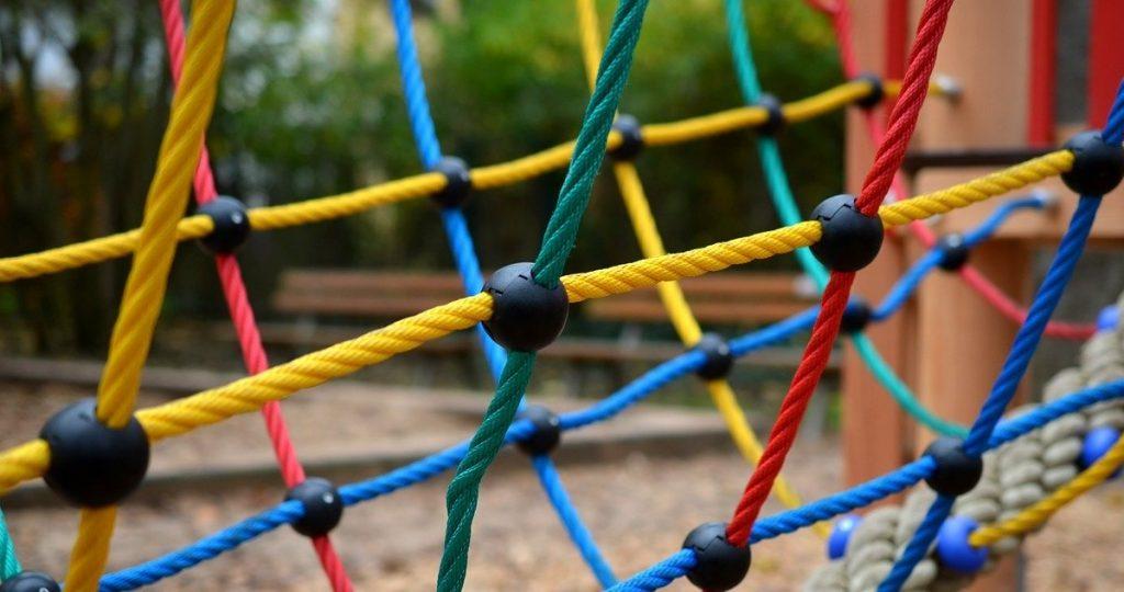 gioco percorso a ostacoli per bambini