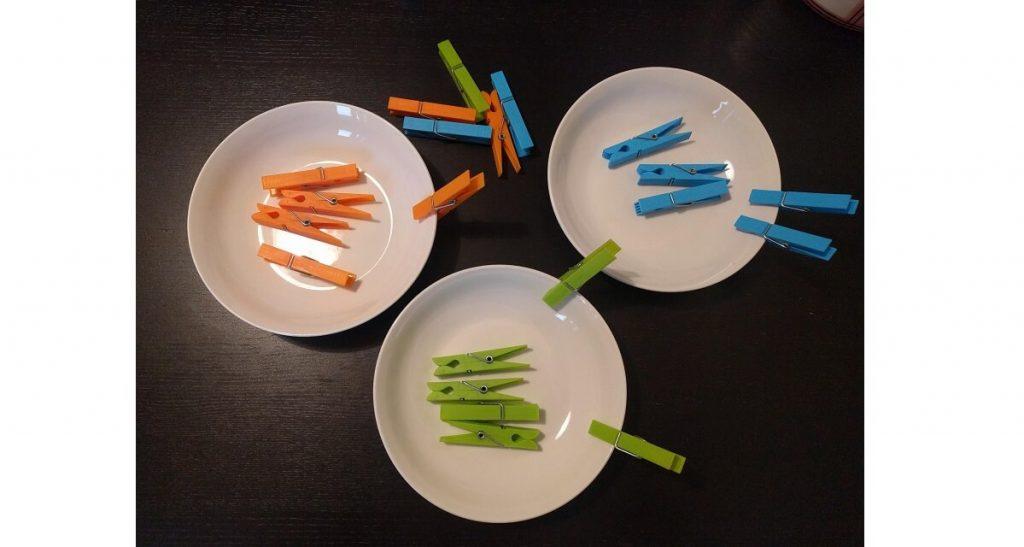 giochi di colori con mollette